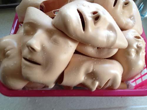 毎回洗浄消毒するBLSマネキンの顔