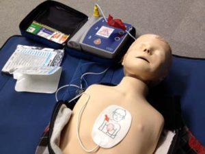 小児マネキン・リトルジュニアを使った子どもの救命法とAED