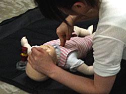 ハートセイバーAED講習乳児の心肺蘇生法練習