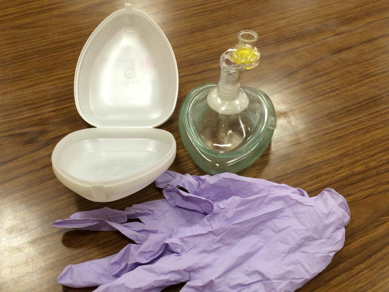 小児や水難事故では必須の人工呼吸感染防護具ポケットマスク