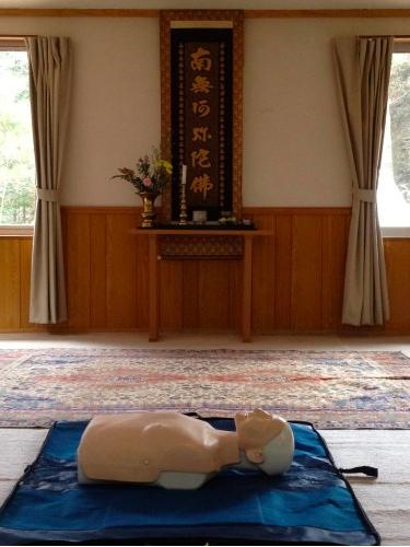 山梨県忍野村の慧光寺にて野外救急法&心肺蘇生法トレーニング