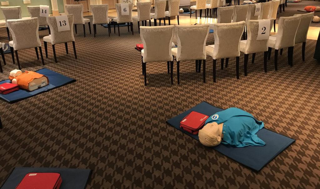 ホテルの宴会場でのBLS/CPRトレーニング