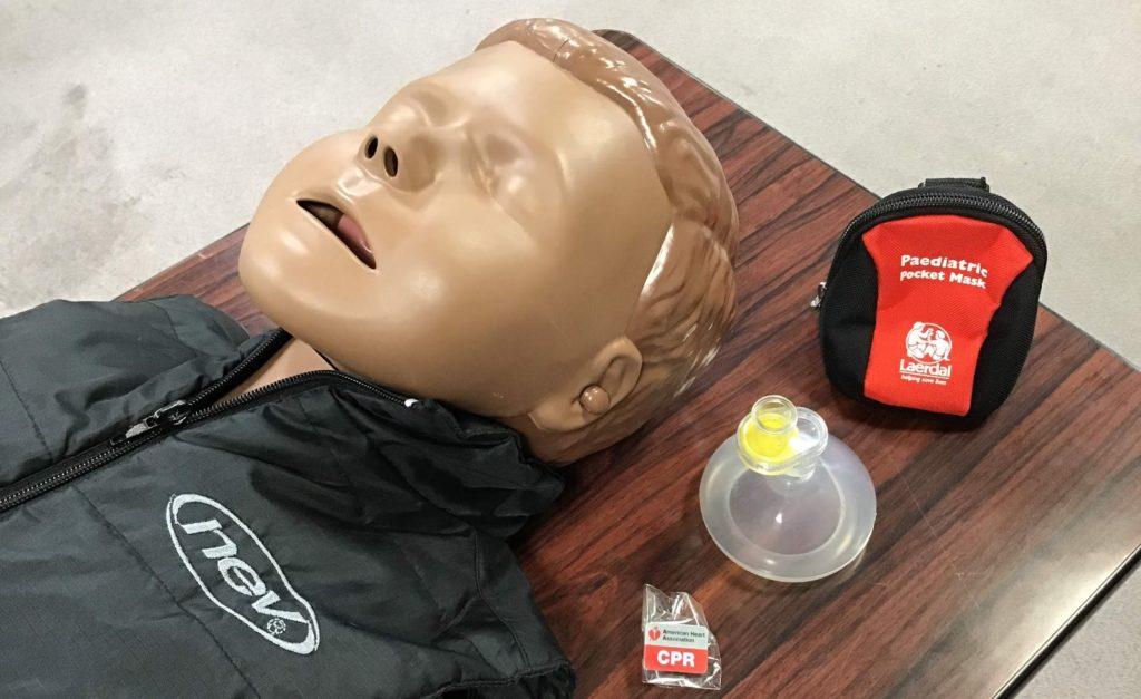 人工呼吸で空気を入れすぎると蘇生率/救命率が下がる